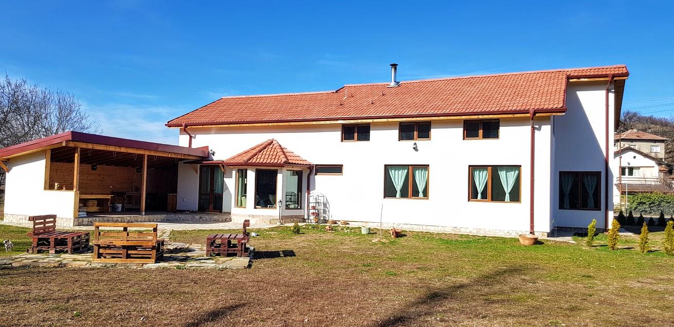 Къща Мламолово 350кв.м.